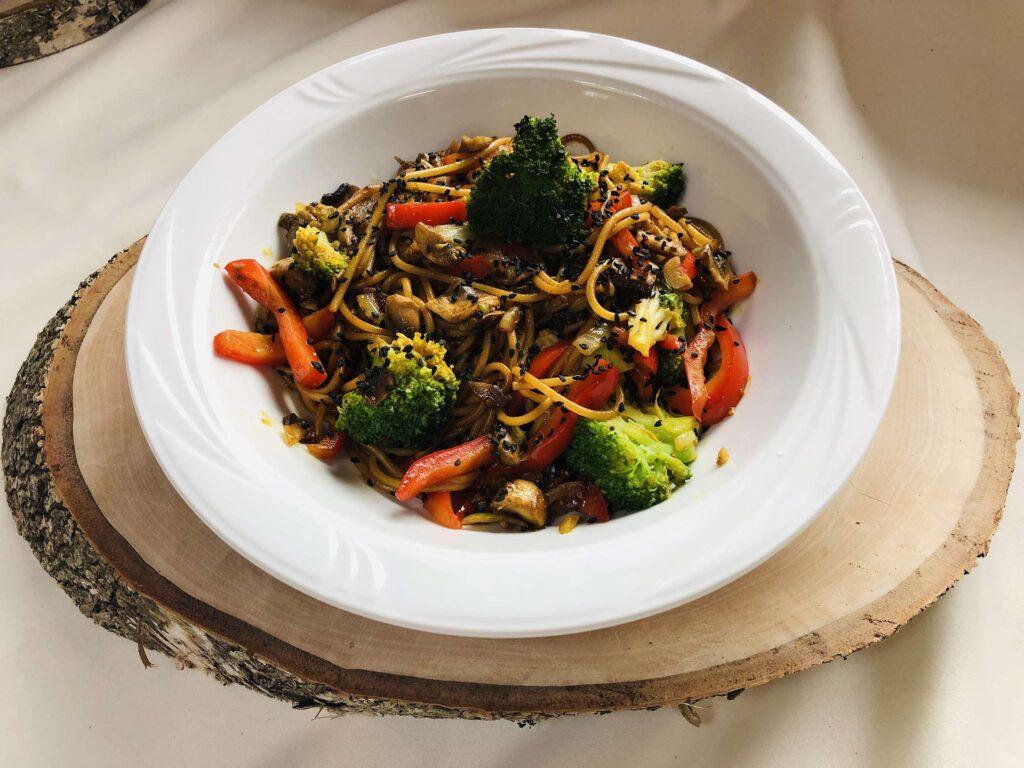 Makaron ryżowy vegetariana Restauracja Villa Skomanda menu