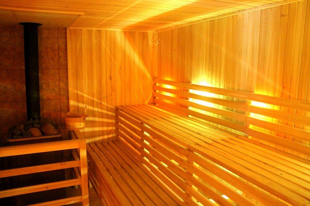 Sauna opalana drewnem w Villi Skomanda