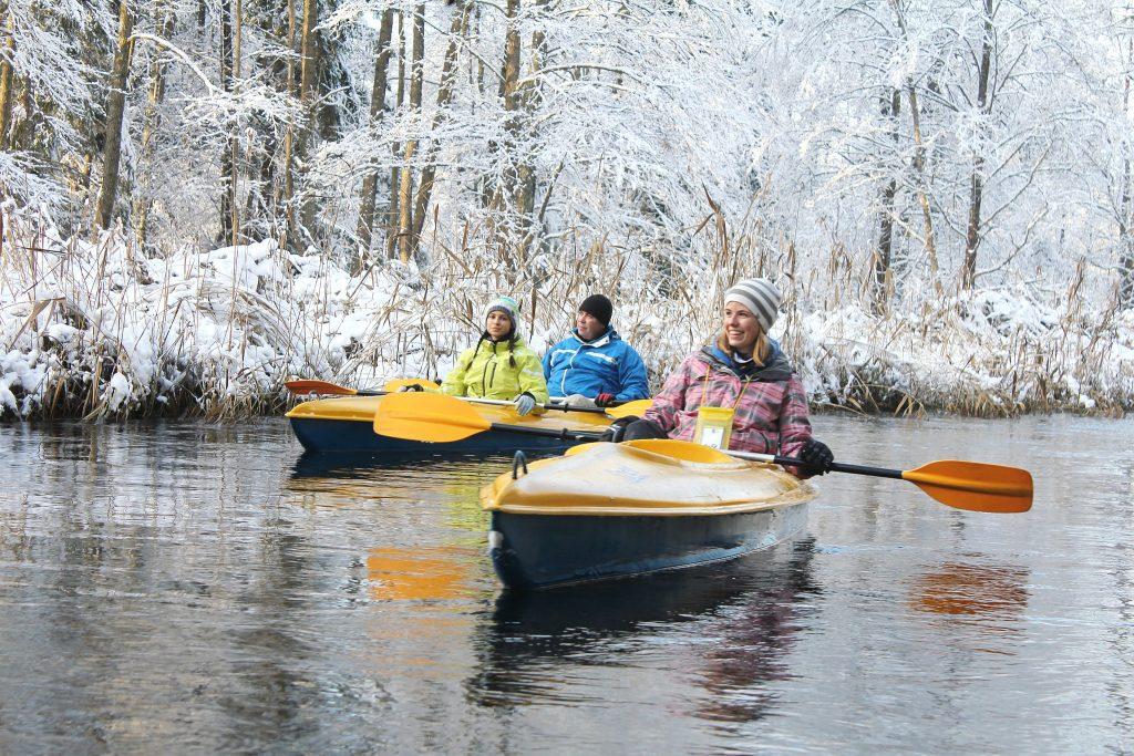 Zimowy wypoczynek w Villi Skomanda w Augustowie spływ kajakiem
