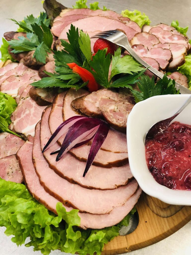 Restauracja Villa Skomanda menu deska wędlin i serów